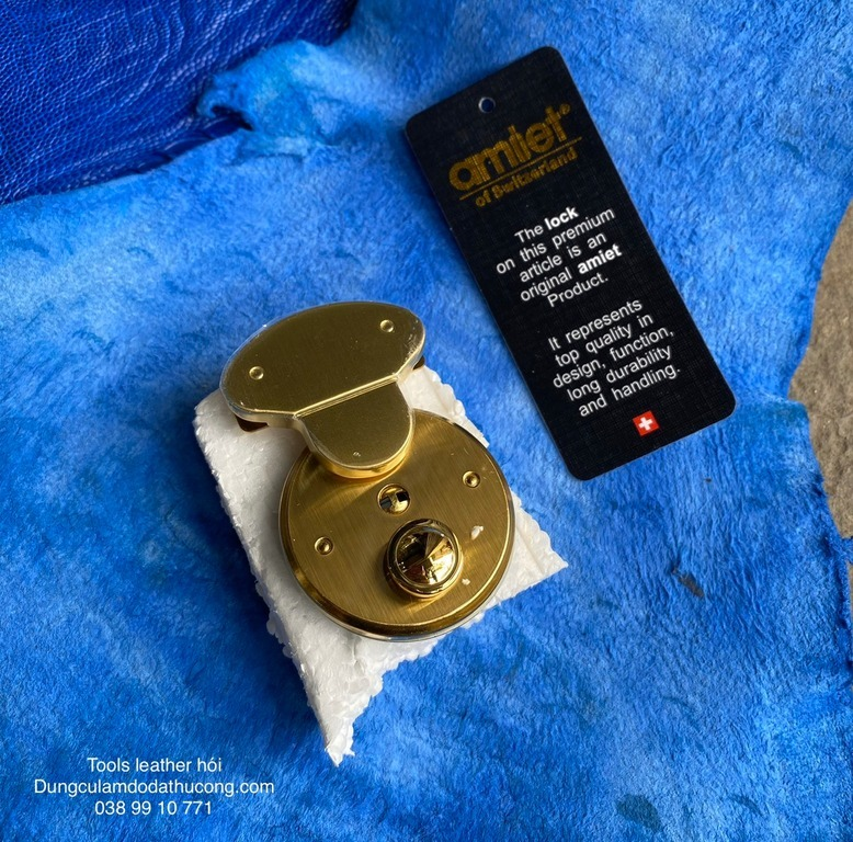 Khoá Amiet giọt nước M41113.663 vàng